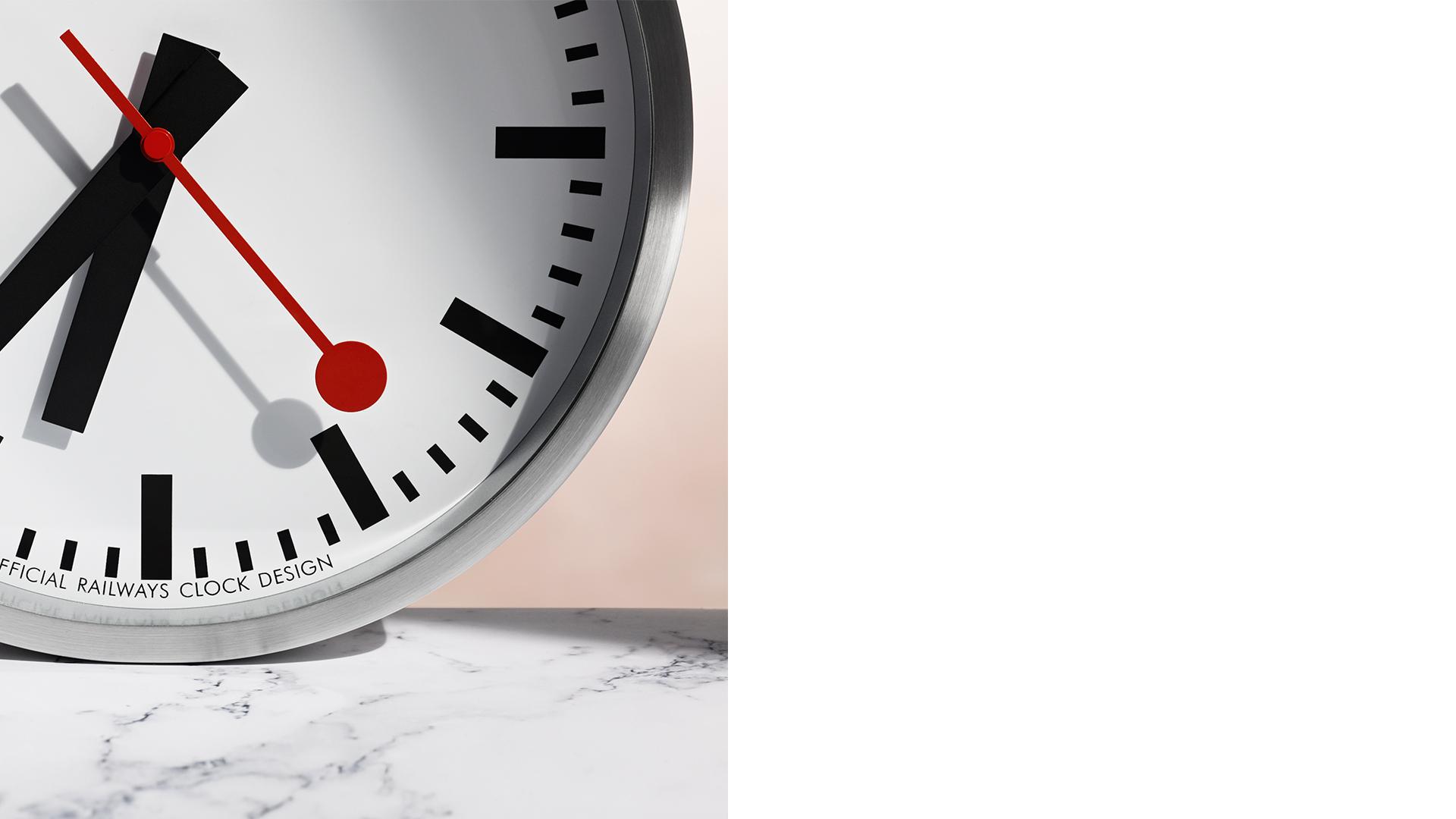 заставки часы с календарем на фоне кремля для windows 7